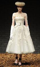 20.2.2012: Kristen McMenamy McQ-merkin muotinäytöksessä Lontoon muotiviikoilla.