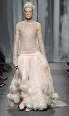 25.1.2011: Kristen McMenamy Chanelin Haute Couture -näytöksen mallina Pariisin muotiviikoilla.