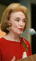 """Helen Gurley Brown vuonna 2000 kirjansa """"I''m Wild Again"""" lehdistötilaisuudessa."""