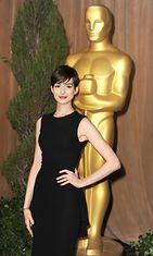 Anne Hathaway Oscar-ehdokkaiden julkistamistilaisuudessa 2013.