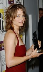 Jodie sai Hollywood Outstanding Achievement in Acting Awardin 2002