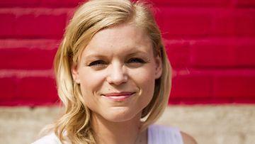 Kirjailija Kira Poutanen Helsingissä 10. kesäkuuta 2011.