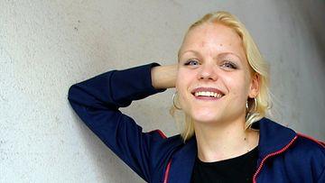 Kirjailija Kira Poutanen Helsingissä elokuussa 2001.