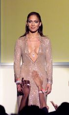 Esiintymisasu. 1999 VH1/VOGUE FASHION AWARDS