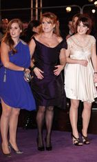 Prinsessa Beatrice, Sarah Ferguson ja prinsessa Eugenie, 2009