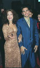 Jennifer Lopez ja miehensä Ojani Noa Anaconda-elokuvan ensi-illassa, 1997