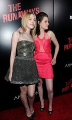 Dakota Fanning ja  Kristen Stewart, The Runaways -ensi-ilta, 2010