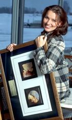 Arja Koriseva vastaanotti seitsemännen kultalevynsä keskiviikkona Helsingissä 1996