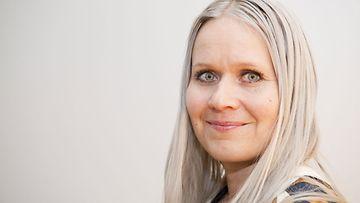 Muotisuunnittelija Paola Suhonen neuvoo  Löydä oma tyylisi ... a0782cb3e0