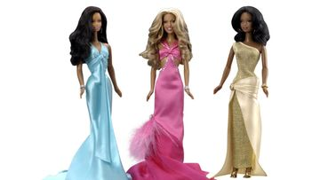 2005: Destiny's Child -yhtye barbeina, keskellä Beyoncé.