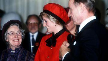 Prinsessa Diana (kesk.) ja presidentti Mauno Koivisto  Southamptonissa 15.11.1985.