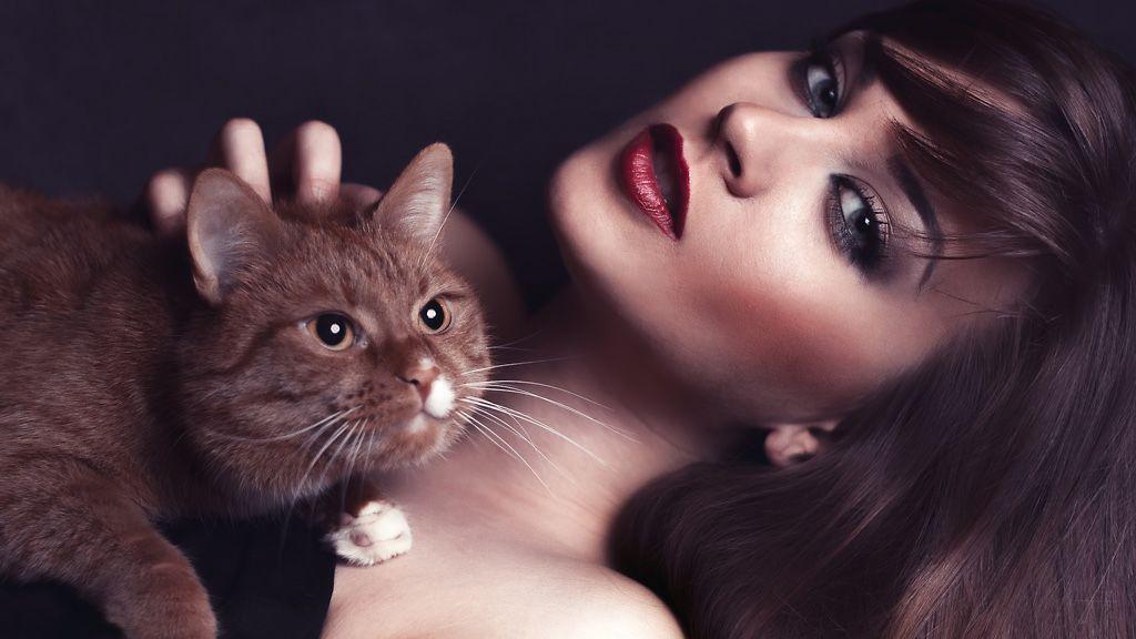 University, hän sanoo rakastaa kissoja ja sitten purskahtaa kyyneliin.