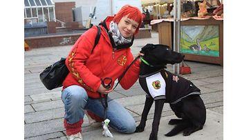 """Toivo-koira: """"Ikuiset ystävät kaupungilla."""" Kuva: Minna Niemelä"""