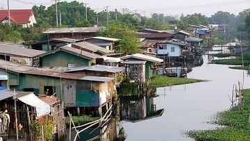 Slumminäkymää Bangkokissa.