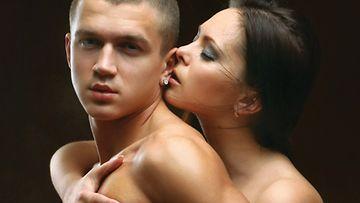 parhaimmat seksiasennot nainen ja mies sängyssä