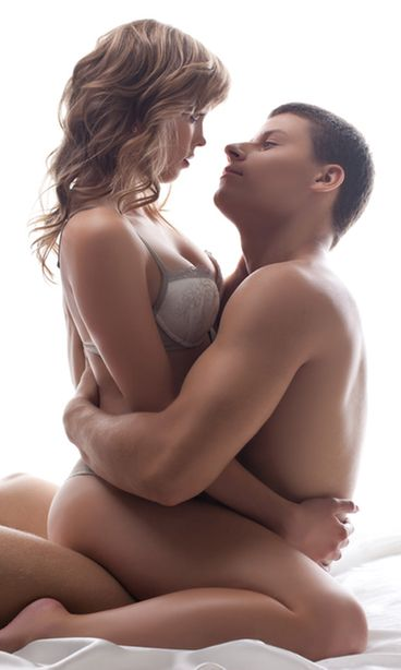 nainen ja mies yhdynnässä penishieronta