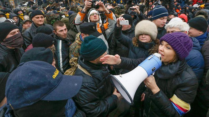 Hallituksen kannattajat ja vastustajat ottivat yhteen Kiovassa Ukrainassa 18.1.2014.