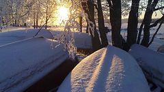 Muista aurinkolasit! Aurinko hemmottelee huomenna, mutta luminen pakkastalvi tekee paluuta