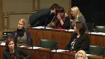 Vasemmistoliiton kansanedustaja Eija Tiainen teki herkän tunnustuksen kesken avioliittokeskustelun.