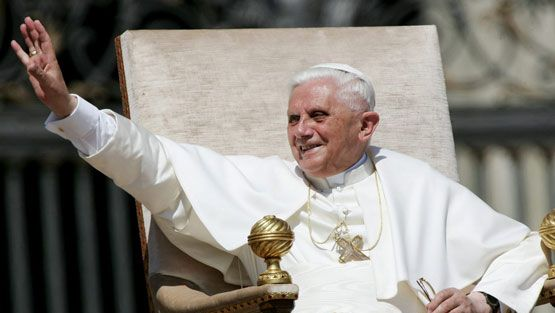 Pope Benedictus XVI smiles as he waves to faithfulls during his first General Audience in Vatican City, Wednesday 27 April 2005.  | All Over Press | EPA | CLAUDIO ONORATI