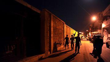 Syyrian kapinalliset kadulla lähellä Aleppoa.