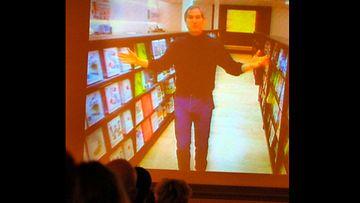 Steve Jobbs kertoi videolla New Yorkista keskiviikkona, että yhtiön myynti oli noussut edellisestä vuosineljänneksestä 1, 47 miljardiin dollariin edelliskauden 1, 43 miljaardista dollariin.