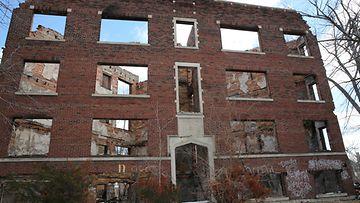 Autioista rakennuksista on viety kaikki käyttökelpoinen.