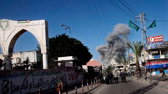 Israel jatkaa ilmaiskujaan Gazaan jo toista päivää 28.12.2008 (Kuva: Mohammed Saber / Epa)