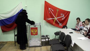 Elections observers watch a woman casting her ballot a polling station in St.Petersburg, Russia 04 March 2012, during presidential elections. Russia elects its president among five candidates, Mikhail Prokhorov, Russian Prime Minister Vladimir Putin, Communist party leader Gennady Zyuganov, Liberal Democratic Party of Russia (LDPR) leader Vladimir Zhirinovsky and Just Russia political party leader Sergey Mironov. EPA/ANATOLY MALTSEV