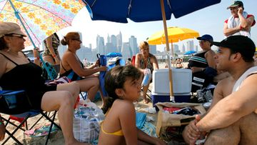 n: The Garcia Arroyo Mangone and Sotto families of Brooklyn enjoy a picnic with the New York skyline in the background near the Floating Pool Lady a floating pool anchored on the edge of the East River in Brooklyn New York USA on 09 July 2007. Temperatures in the city were in the 90s and were expected to stay high for a number of days. EPA/JUSTIN LANE