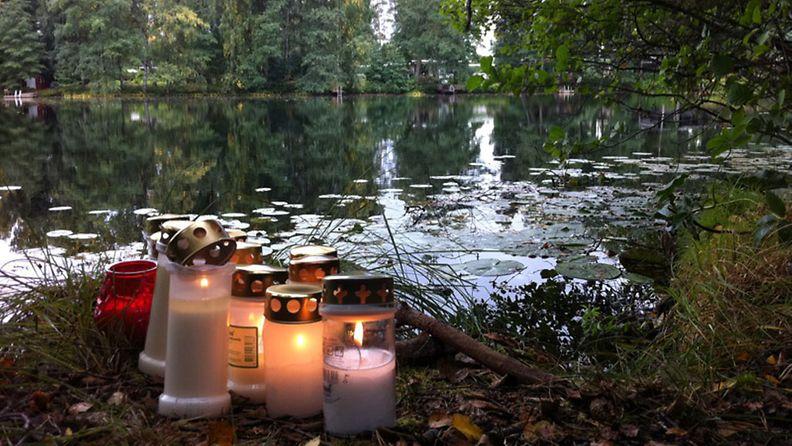 Karoliina Kestin löytöpaikalle, Likolammen rantaan on tuotu kynttilöitä