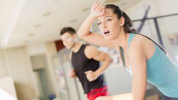 Huolella treenattuja vatsalihaksia ei välttämättä tarvitse esitellä koko salille.