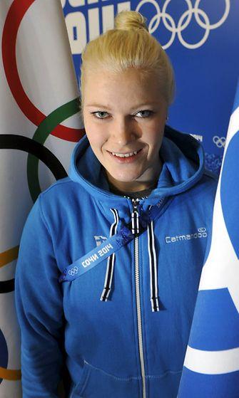 Naisten Sotsiin lähtevän jääkiekkojoukkueen maalivahti Noora Räty