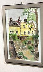 """Taiteilija ja näyttelijä Helen Elden maalaus 14.1.2014 Galleria Saimassa. """"Tuo oli hyvin sateinen päivä, istuin Suomenlinnassa sellaisessa luola-aukossa sateensuojassa"""", Elde kertoo kuvasta."""