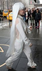 Lady Gaga ja huikea peruukki