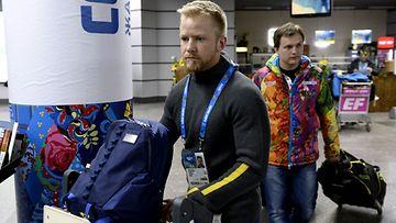 Ruotsin curling-joukkue matkalla Sotshiin.