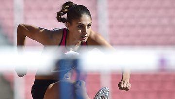 Nooralotta Neziri naisten 100 metrin aitojen alkuerässä Tampereen eliittikisoissa sunnuntaina 25.elokuuta 2013.