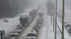 Iltapäiväruuhkan aikaan sataa lunta eteläisimmässä Suomessa