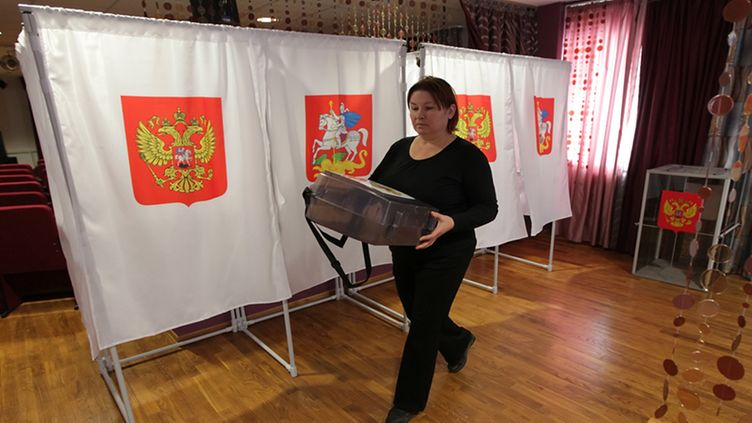 Members of the local election commission prepare a polling station in the town of Podolsk, some 20 km south of Moscow, Russia, 03 March 2012. Russia's Interior Ministry said it had deployed around 450,000 soldiers and police to protect voters during this weekend's presidential election, Itar-Tass news agency reported on 03 March. EPA/MAXIM SHIPENKOV  Epa
