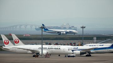 A Boeing 787 Dreamliner of All Nippon Airways (ANA) is running through on the tarmac (C, background) after landing at Haneda International Airport in Tokyo, Japan, 26 May 2013, as Japan Airlines (L) and ANA (R) jets are sitting on the ground. The plane had arrived from Chitose Airport, northern Japan, as an additional flight carrying passengers. ANA resumed its Boeing 787 aircrafts to flight operation for the first time after having suspended flight in January following technical problems. ANA plans to resume its scheduled Dreamliner flights on 01 June 2013