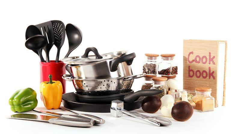 Keittiö täyttyy nopeasti mitä turhimmilla välineillä ja laitteilla.