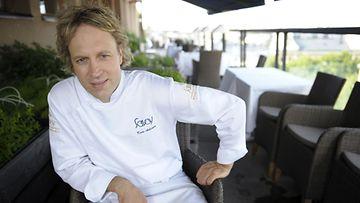 Ravintola Savoyn keittiöpäällikkö Kari Aihinen nähdään myös Ravintola Preston keittiössä.