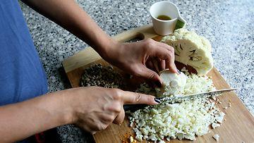 Laadukas leikkuulauta ja veitsi ovat kotikokit tärkeimmät hankinnat