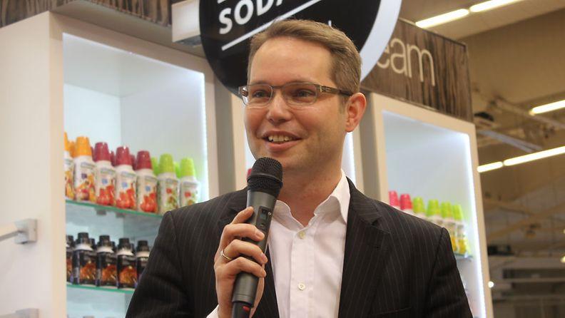 Euroopan ensimmäinen vesisommelier Arno Steguweit vieraili Suomessa.