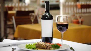 Oikeaoppinen viinilasivalinta tekee illallisestasi tyylikkään.