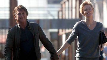 Näyttelijät Sean Penn ja Charlize Theron eivät enää peittele suhdettaan.