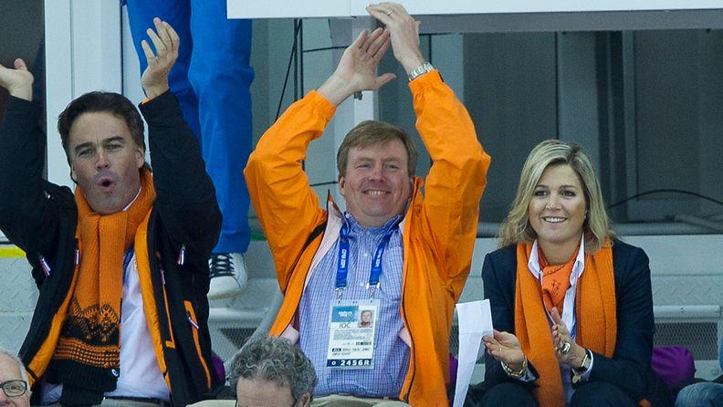 Willem-Alexander ja Maxima kannustivat pikaluistelijoita Sotshin olympialaisissa.