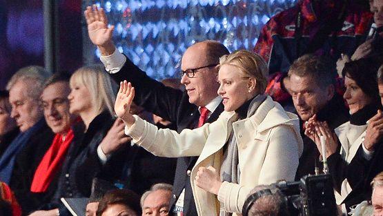 Monacon ruhtinaspari Albert ja Charlene Sothsin avajaisissa, taustalla presidentti Niinistö ja Jenni Haukio.