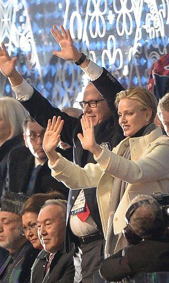 Albert ja Charlene vilkuttelivat olympialaisten avajaisissa.