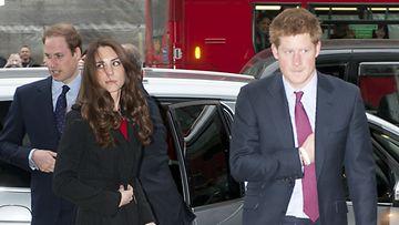 Catherinen ja Harryn puhelimia urkittiin.